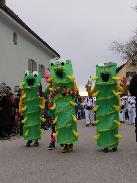 Raupen auf dem Faschingsumzug Obergünzburg 2020