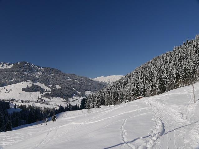 Wanderweg von der Inneren Wiesalpe Richtung Hirschegg im Winter