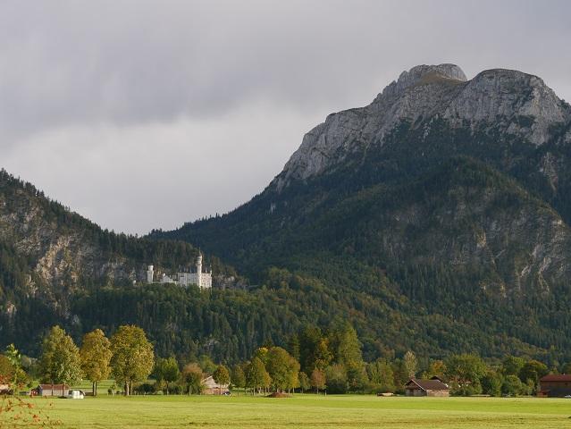 Blick von Schwangau auf Schloss Neuschwanstein
