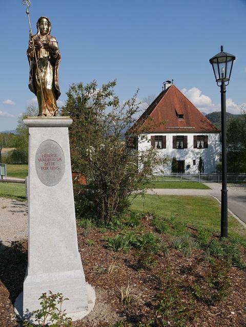 Statue der Heiligen Walburga in Weißensee bei Füssen