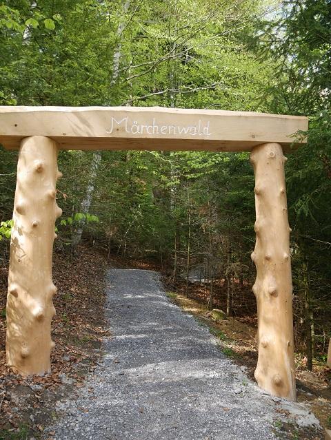 Tor zum Märchenwald an den Scheidegger Wasserfällen