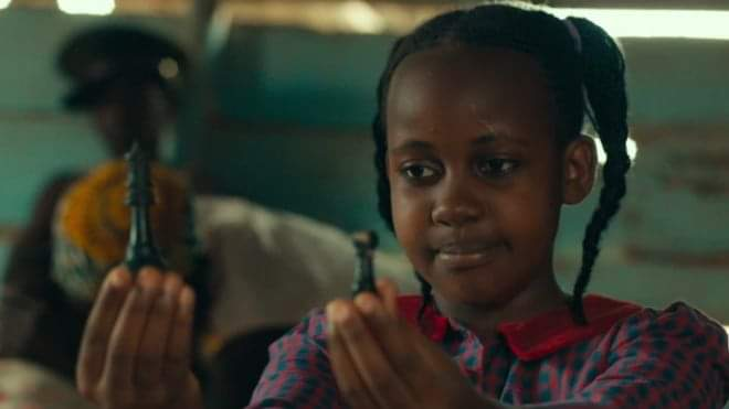 An actress who starred in the Queen of Katwe, a Disney film about a chess prodigy from a Ugandan slum, has died aged 15, Ugandan media report.