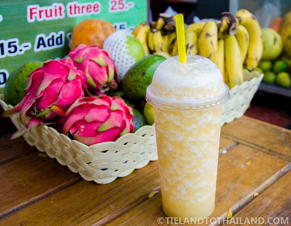 Fresh pineapple smoothie from Chiang Mai Gate Food Stalls