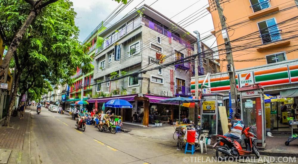 he House of Phraya Jasaen, a Bangkok hotel near BTS Saphan Taksin and Central Pier