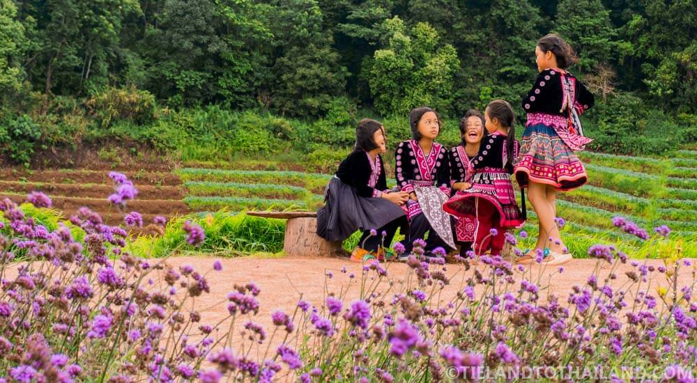 Hmong children at Mon Cham
