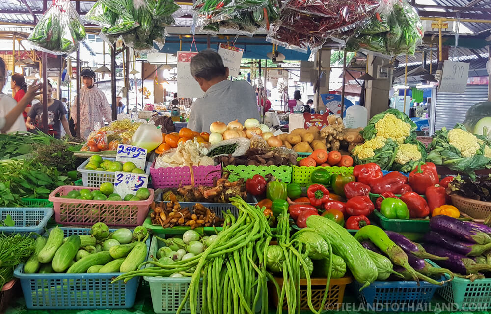 Shopping at Thai markets will keep your cost of living in Chiang Mai, Thailand very low