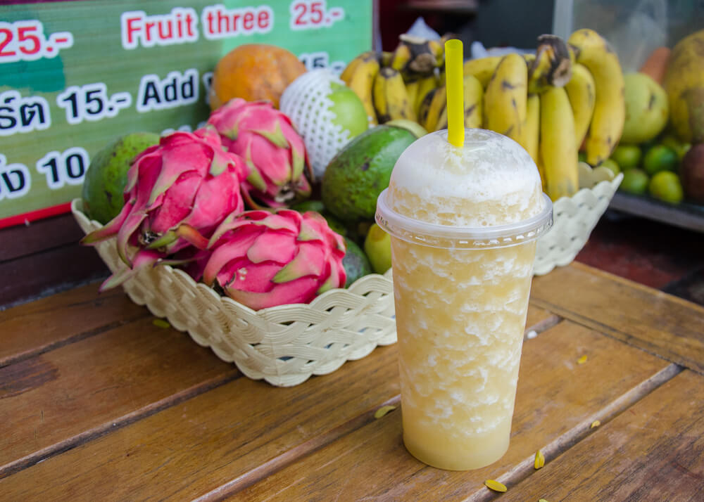 Fruit Smoothie - Nam Ponlamai Bun | Food Guide to Thai Street Snacks