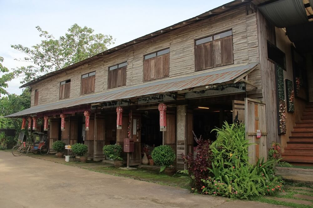 One Night Stay with Locals tour: Knifesmithing shop in Pangha, Chiang Rai