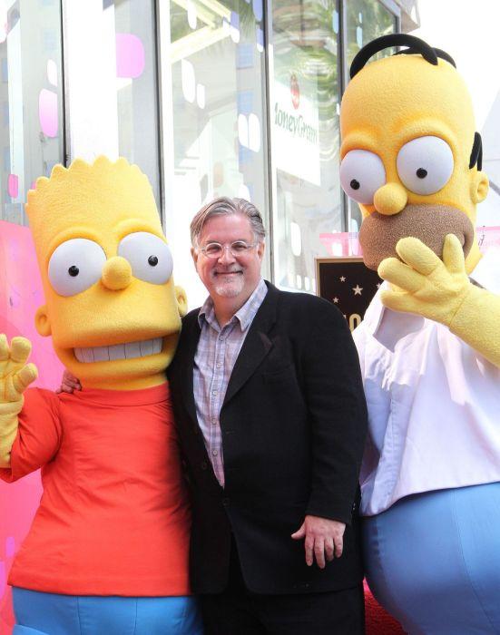 Matt Groening junto a sus personajes.
