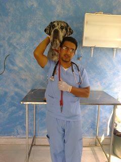Fernando Brito posa en su veterinaria Mi mejor amigo.