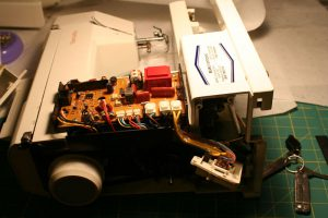 sewing machine - guts