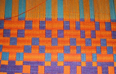 doubleweave sample, horizontal banding in the background, top view