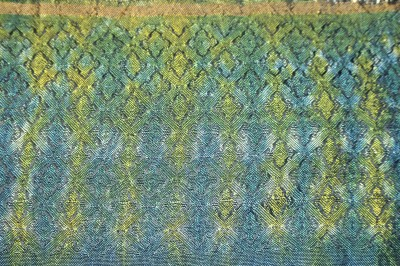 Woven shibori sample #2, widely spaced weft ties (~23 threads apart), painted yellow on one side and blue on the other, reverse side