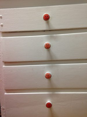new cabinet pulls - red faces!
