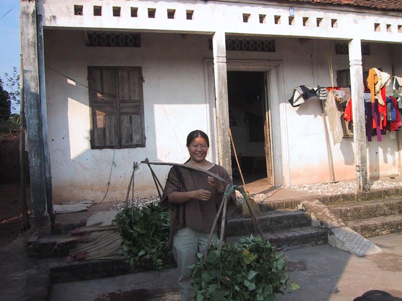 Tien carrying baskets in Vietnam