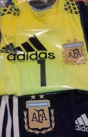 Conjunto Arquero Argentina Romero Europeo Con Short Negro