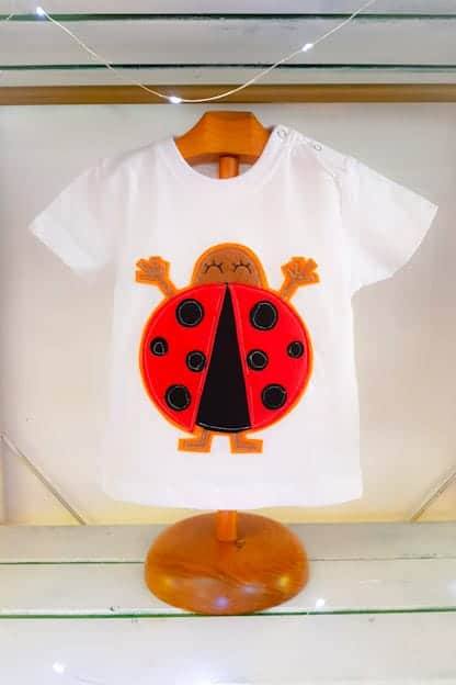 camiseta infantil Mariquita