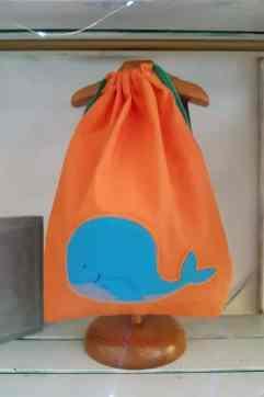 mochila infantil Ballena naranja