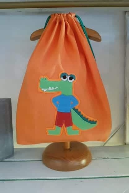 mochila infantil caimán naranja
