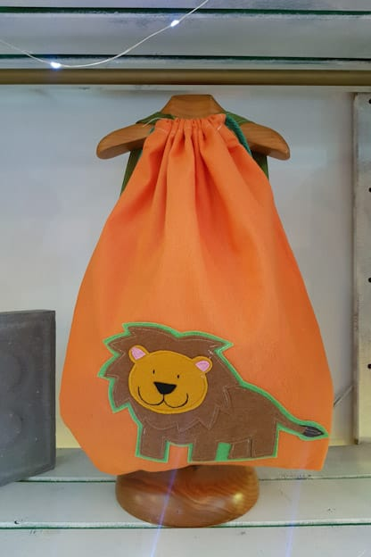 mochila infantil leo naranja