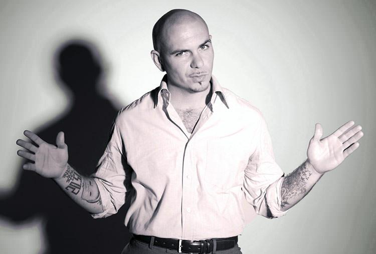 Pitbull envía su jet privado a pacientes de cáncer