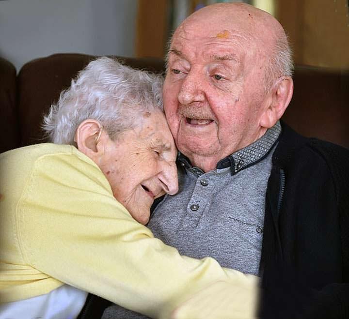 Mamá cuidando a su hijo de 80 años se viraliza