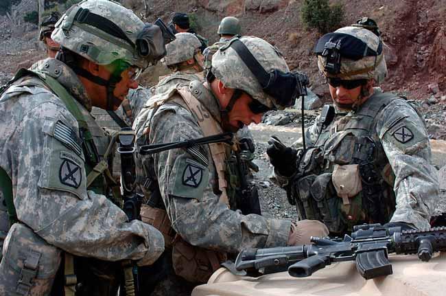 Survival Zombie - Militares minando el perímetro