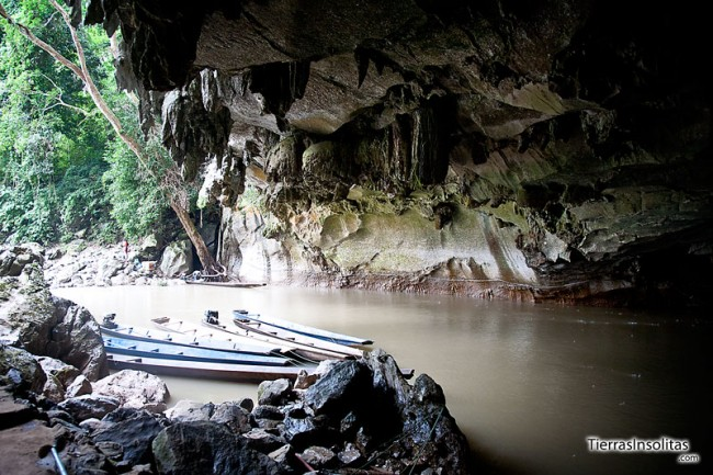 entrada a la cueva tham kong lo