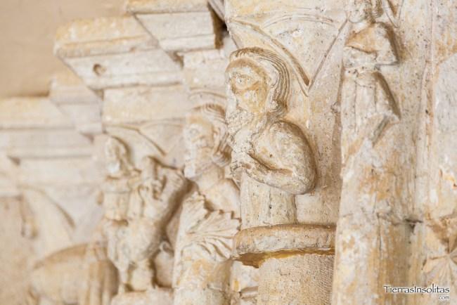 capiteles iglesia de aguillo