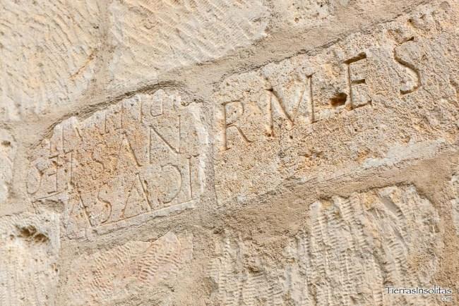 estalas romanas en el muro