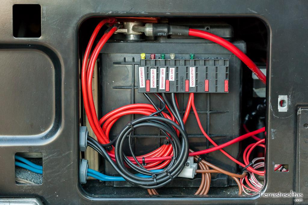 Instalaci n el ctrica en una furgoneta camper tierras for Cambiar instalacion electrica sin rozas