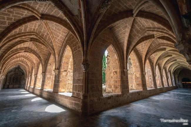 claustro monasterio cisterciense