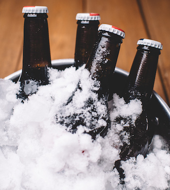 Kühle Drinks in Vintage-Eimern sind nicht nur eine tolle Erfrischung, sondern auch eine super Deko