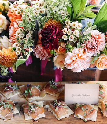 Ein leichtes Sommerbuffet ist genau das richtige an einem heißen Hochzeitstag