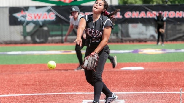 Texas Southern pitcher Lauren Rodriguez was recognized by the Southwestern Athletic Conference as Softball Pitcher of the Week …read more Related posts: TSU Sweeps SWAC Softball Weekly Awards Tigers Golf […]