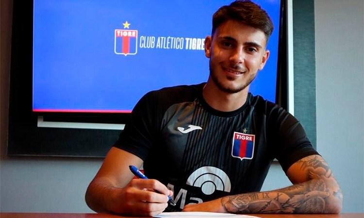 Primer contrato para Felipe Zenobio