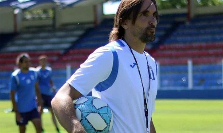 """Diego Martínez: """"A mi entender, de los tres o cuatro mejores centrodelanteros que hay en la divisional, dos los tenemos nosotros"""""""