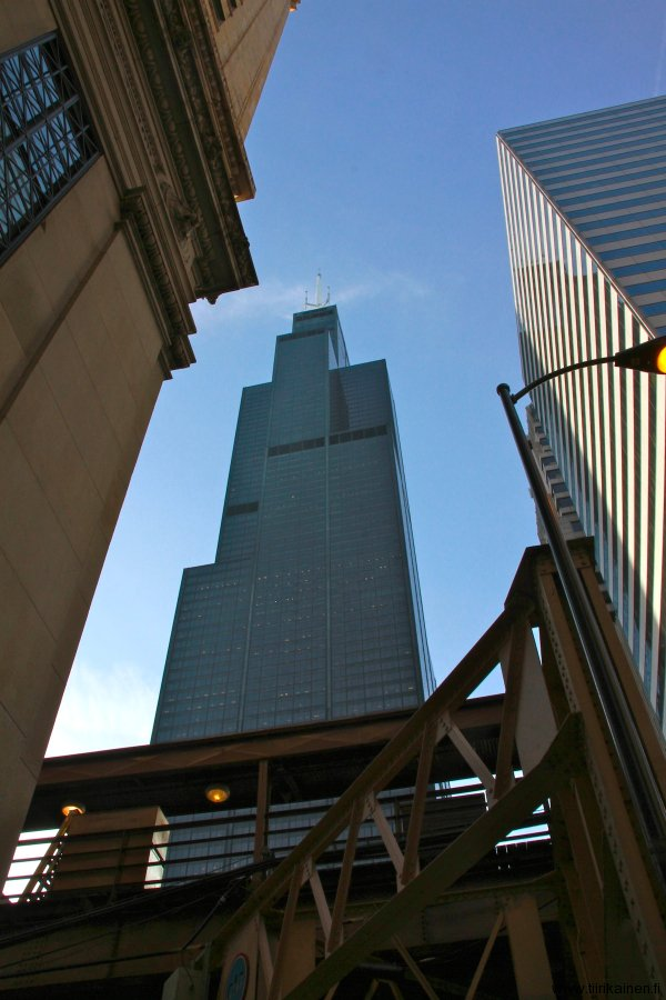 willis tower behind train tracks in chicago