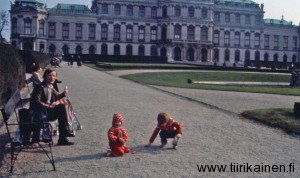 IV-Lasteni-kanssa-Belvederen-linnalla-1981