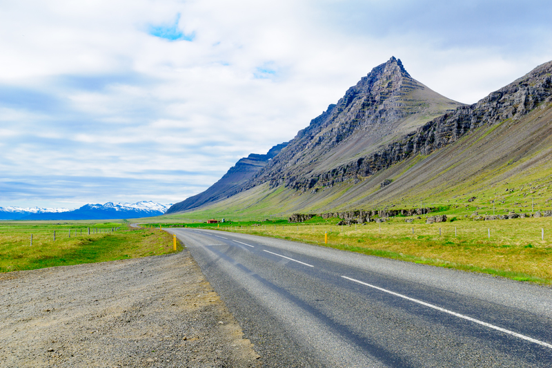 awesome roads for hitchhiking in iceland