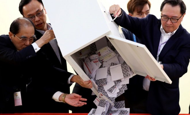 TIKTAK.ID - Warga Hongkong Pilih Pro-Demokrasi