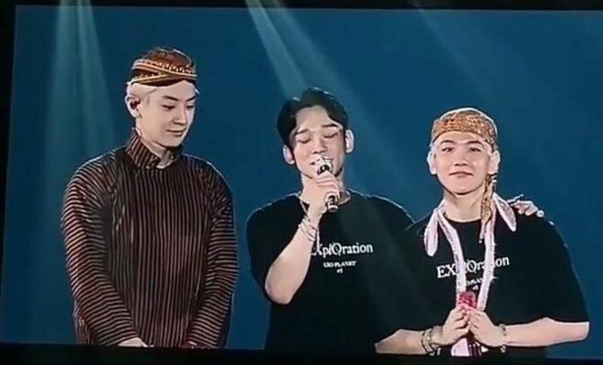 Tutup Konser EXO Indonesia, Chanyeol & Baekhyun Pakai Blangkon