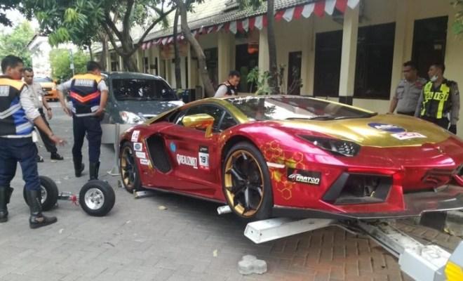 Lamborghini Terbakar Di Surabaya