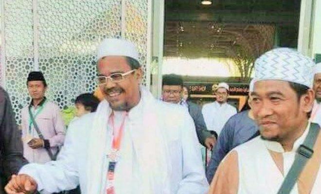 TIKTAK.ID - Tertahan di Bandara Arab Saudi, Habib Rizieq Batal Pulang, Prabowo Kirim Salam dari Turki