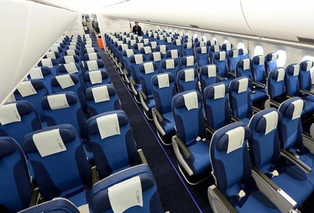 Fakta Unik, Alasan Mengapa Banyak Maskapai Menggunakan Kursi Pesawat Warna Biru