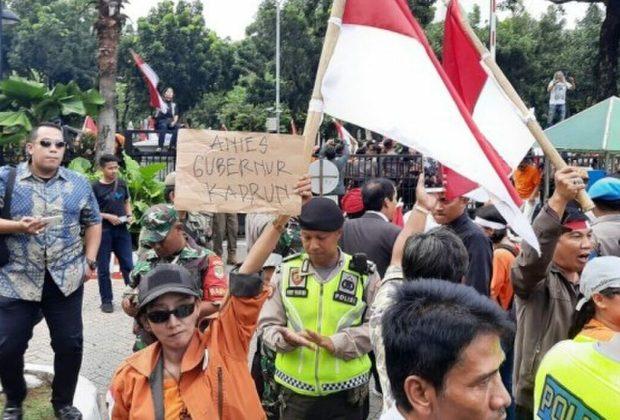 Demo di Balai Kota Ricuh