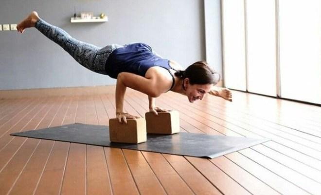 Ajak Masyarakat Olahraga saat Pandemi Corona, Wanda Hamidah Buka Kelas Yoga Online Tanpa Biaya