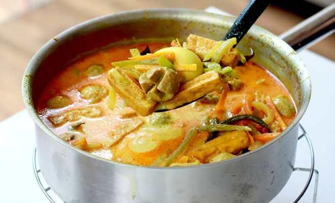 Ketupat Sayur Bakso Praktis ala Chef Devina Hermawan
