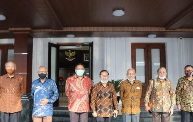 Jokowi Digeruduk 14 Purnawirawan Jenderal, Ada Tri Sutrisno dan Agum Gumelar, Ada Apa?