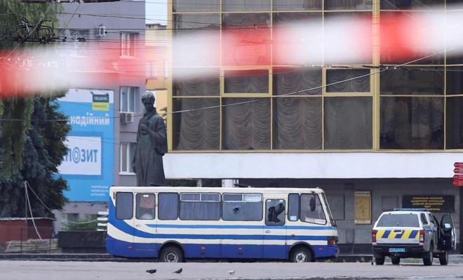 Seorang Pria Bersenjata Sandera 20 Orang di Ukraina